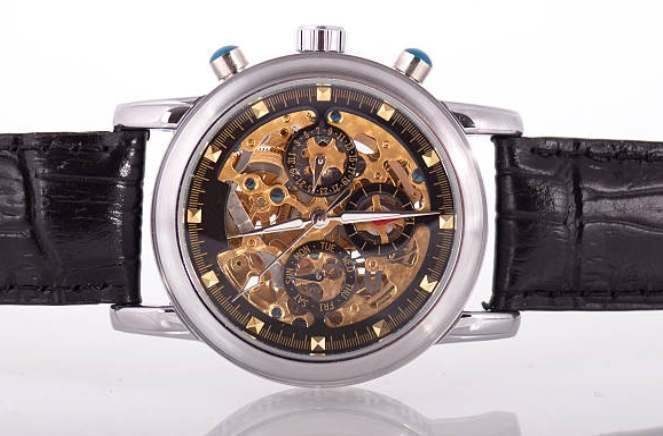 How to Make Your Wristwatch Adapt to Your Outfit?